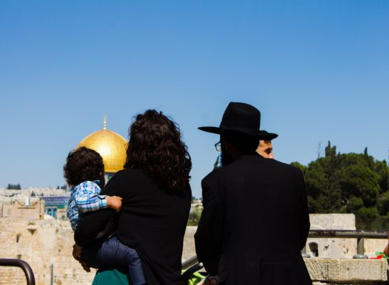 A group photo of a family staring at the Gold Dome in Jerusalem from a distance